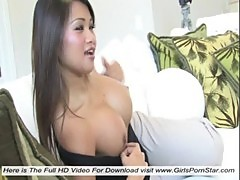 A super sexy asian massage her clitoris